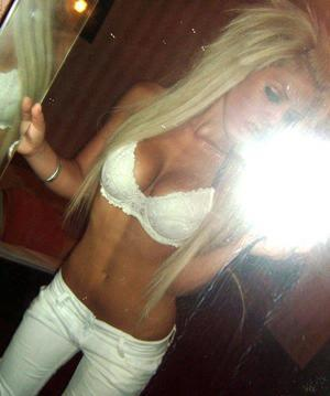 Hedwig from  is looking for adult webcam chat