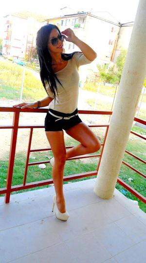 Oleta from Louisiana is looking for adult webcam chat